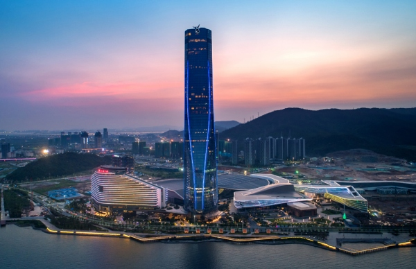 Construction of the Urban Ribbon, which is part of the wider Zhuhai Shizimen CEC development, is nearly completed.